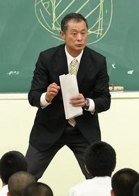 石毛宏典氏、母校で熱い講演会 -...